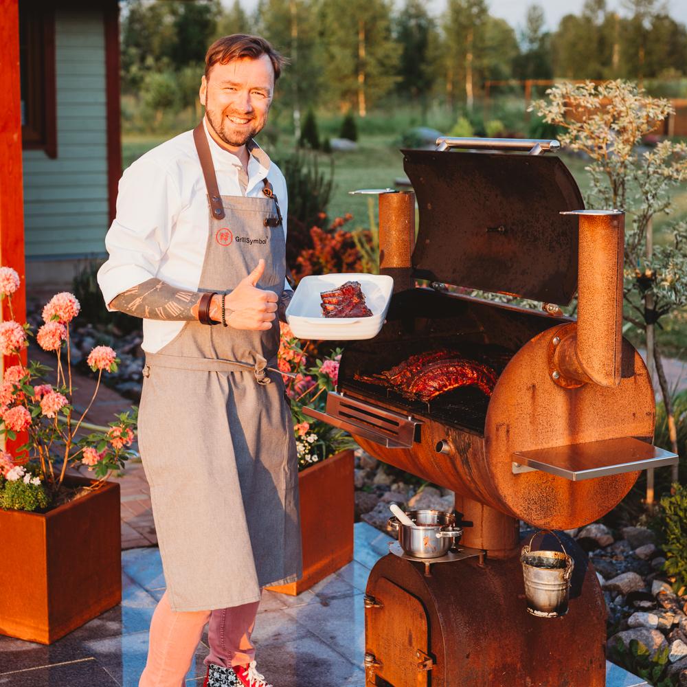 Svineribbe og lammecarré stekt i BBQ-ovn